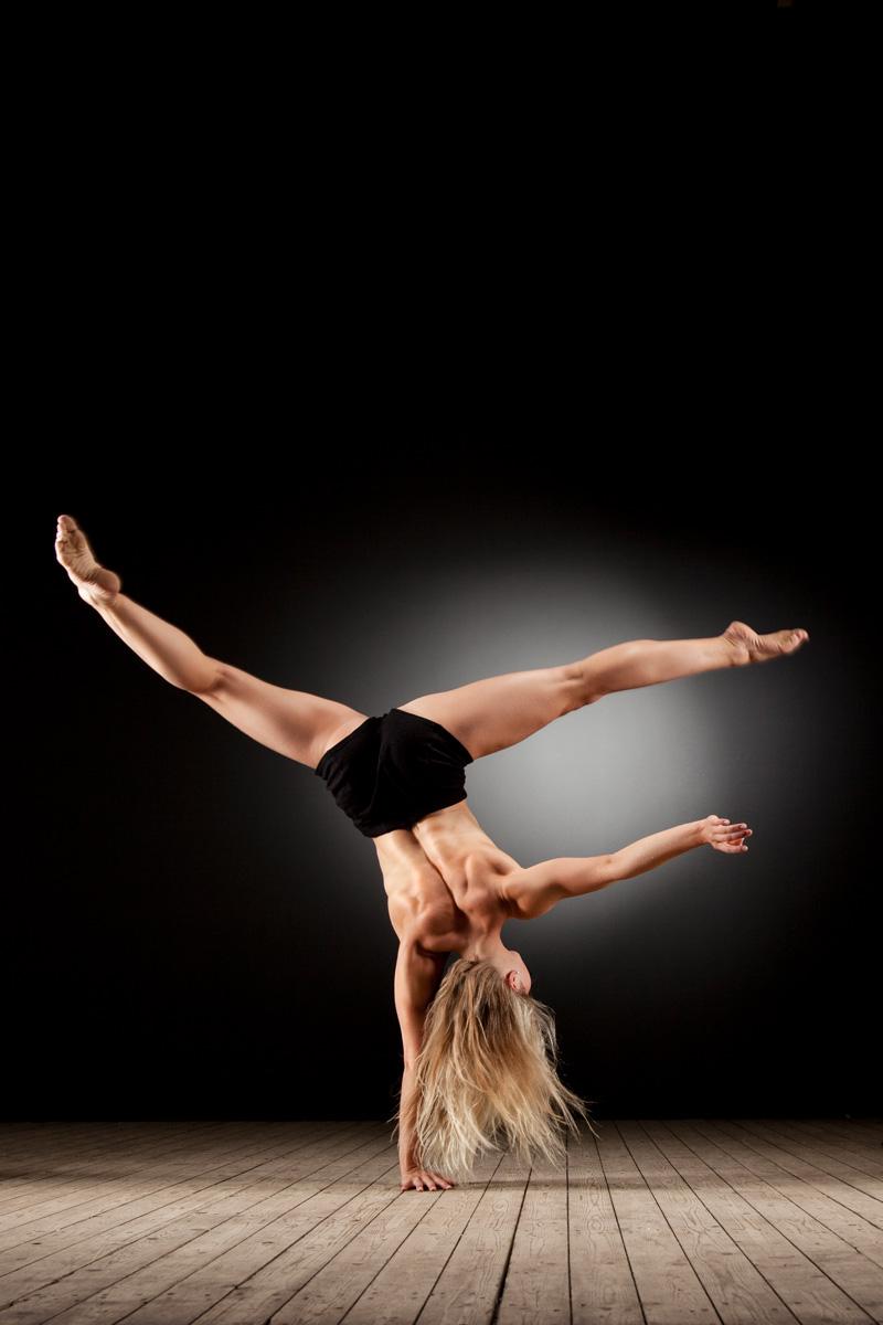 Akrobatisches Sportmodel Anna Herkt – Bild 1