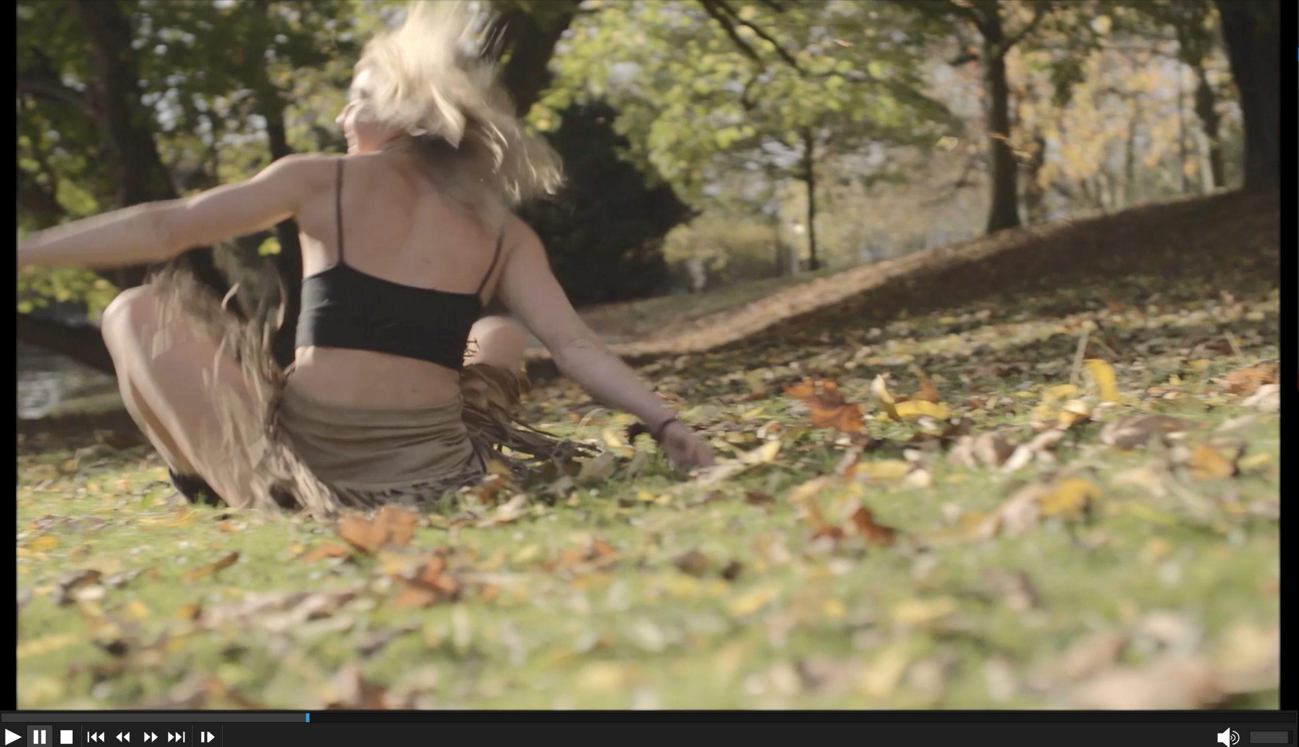 Herbst Video - Anna Herkt: Akrobatin, Artistin & Zirkusakrobatin